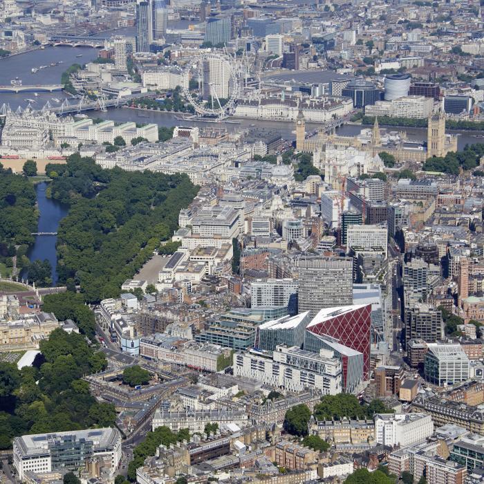victoria-aerial-shot-bucking-ham-palace