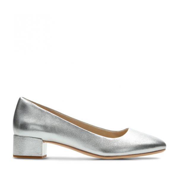 bbf5847465d Clarks-silver-shoe-aw18-victoria